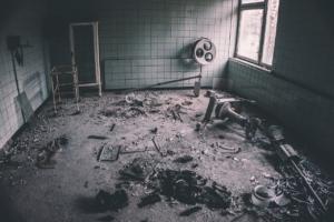 Ruins Destruction Hospital  - victoraf / Pixabay
