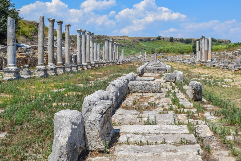 Ruins Stairs Columns Pillars  - Ben_Kerckx / Pixabay