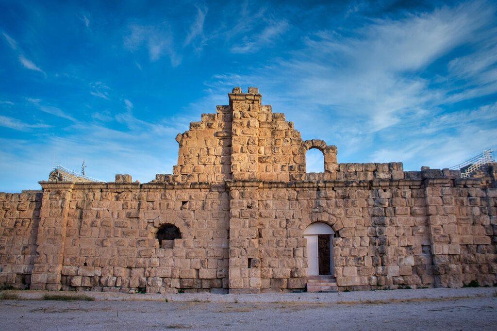 Ruins Temple Building Gate Column  - Hisham_Zayadnh / Pixabay