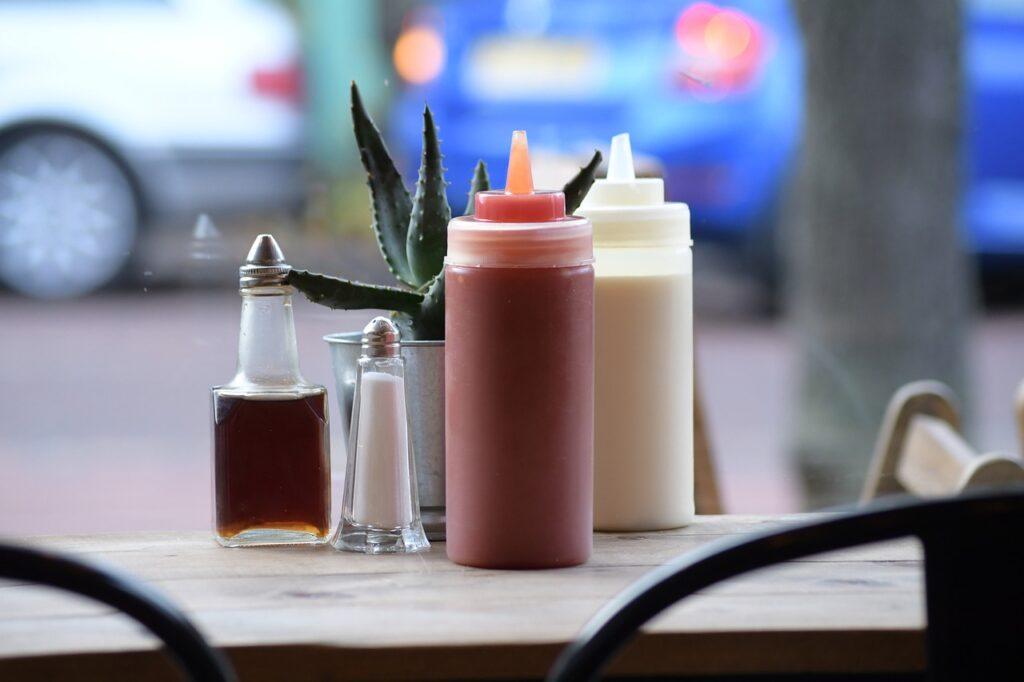 Salt Pepper Ketchup Mayonnaise  - lenapetersson0 / Pixabay