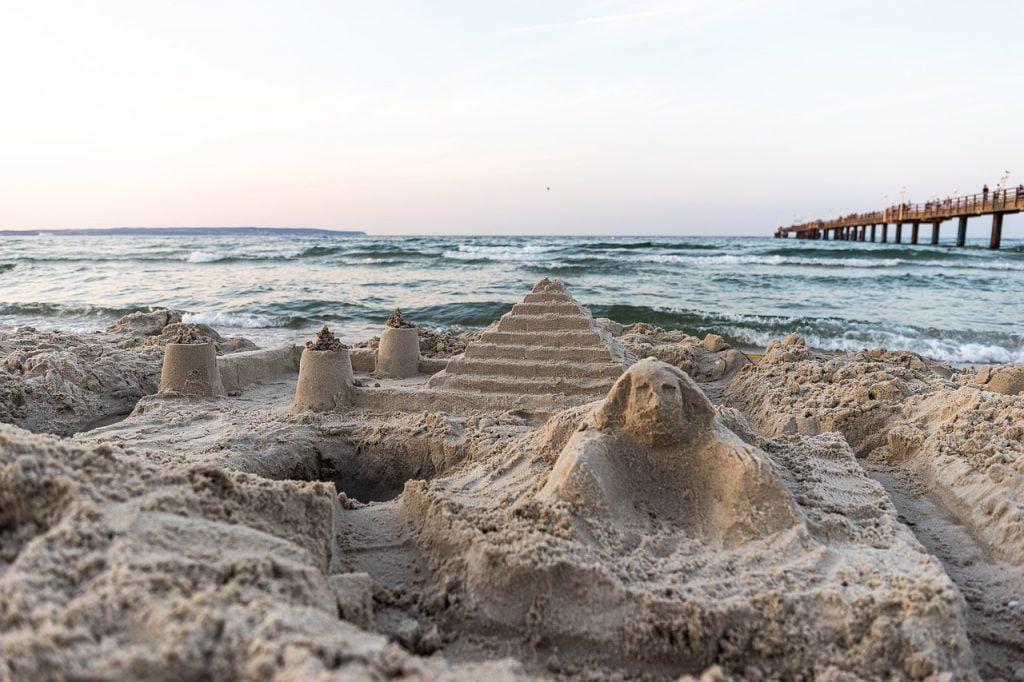 Sand Art Sand Sculpture Pyramids  - dmncwndrlch / Pixabay