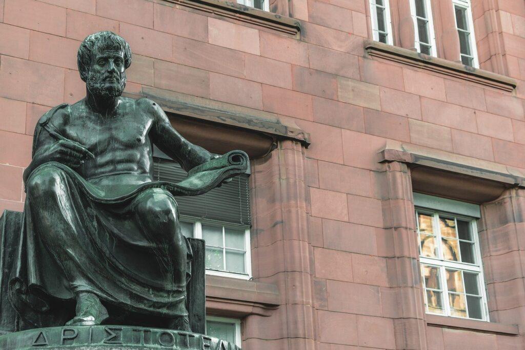 Sculpture Bronze Figure Aristotle  - Couleur / Pixabay