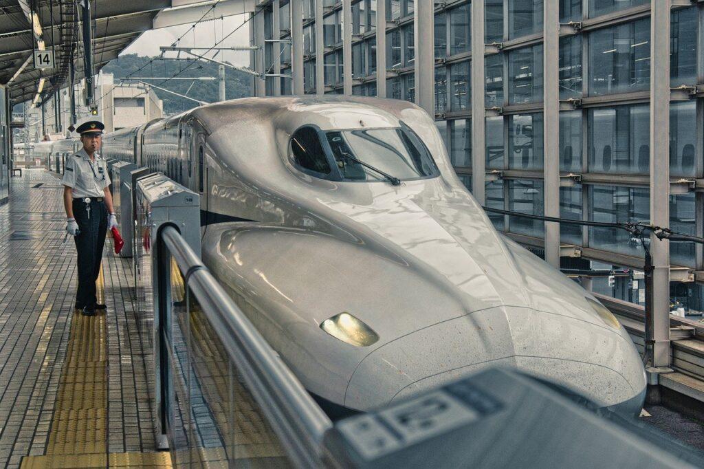 Shinkansen Bullet Train  - ArminEP / Pixabay