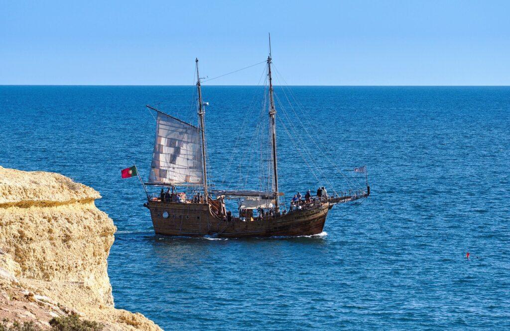 Ship Pirate Ocean Sea Sailing  - arub / Pixabay