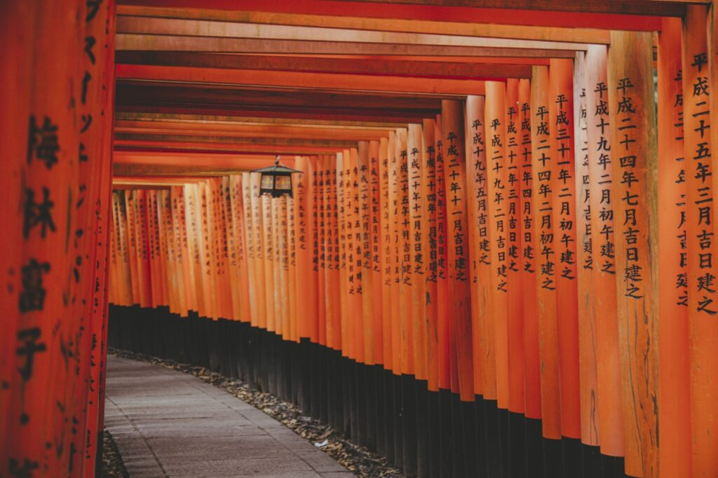 Shrine Path Temple Shinto Shrine  - I_am_simoesse / Pixabay