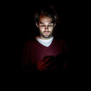Smartphone Man Night User Mobile  - sik92 / Pixabay