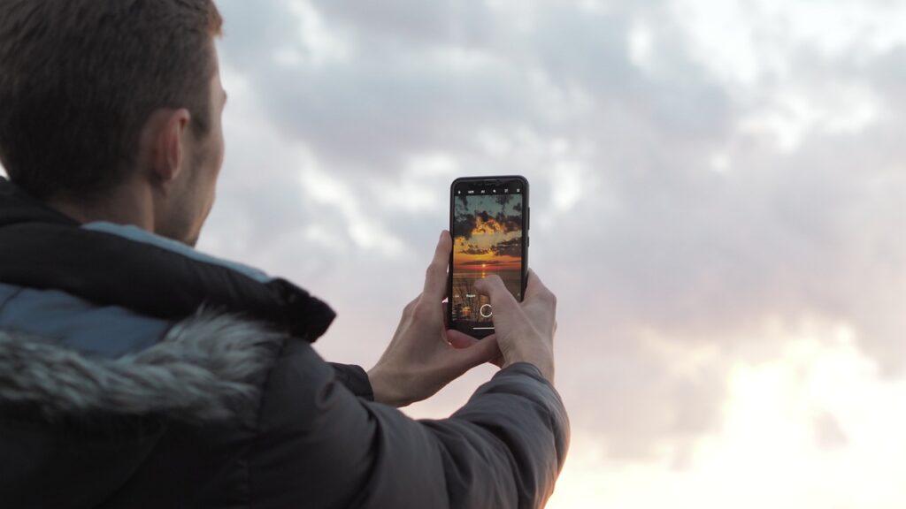 Smartphone Photography Sunset Phone  - ASPCT / Pixabay