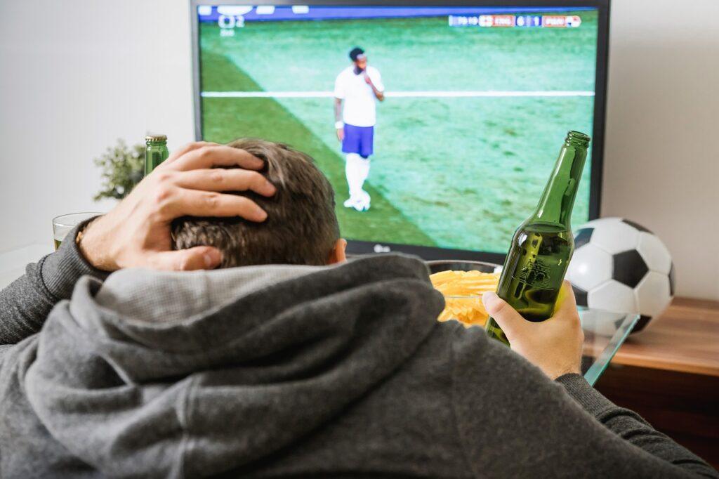 Soccer Football Tv Watching Home  - JESHOOTS-com / Pixabay