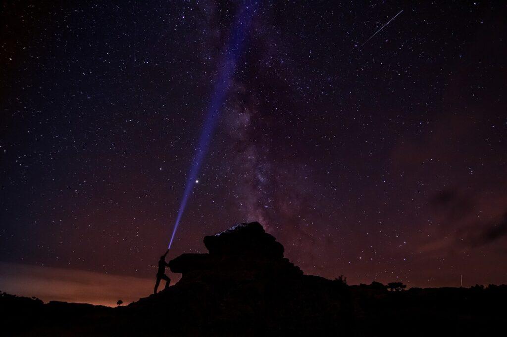 Stars Stargazing Sky Flashlight  - Leolo212 / Pixabay