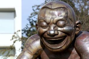 Statue Sculpture Artwork Laughing  - lorilorilo / Pixabay
