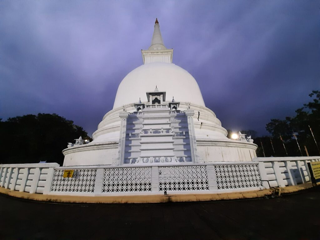 Stupa Temple Buddhism  - sundarlanka / Pixabay