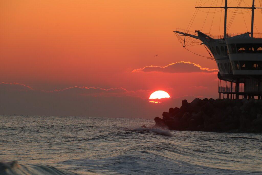 Sunrise Sea Coast Boat Ship Ocean  - changsoo828 / Pixabay