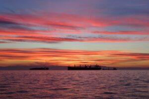 Sunset Ships Sea Sky Clouds  - papazachariasa / Pixabay