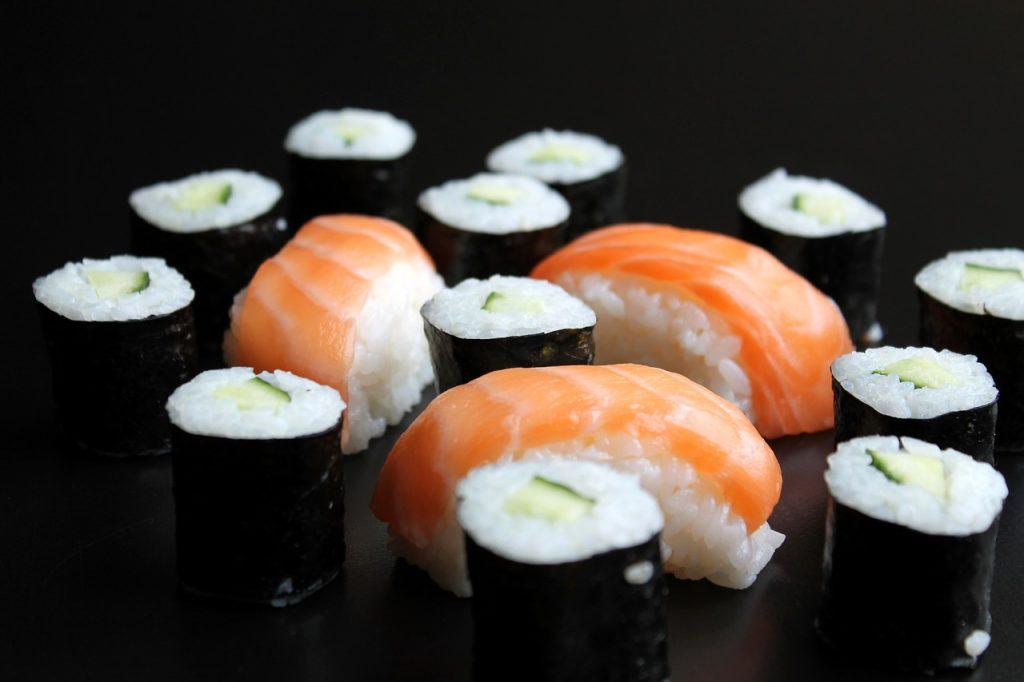 Sushi Maki Nigiri Cucumber Salmon  - stumpi_1 / Pixabay