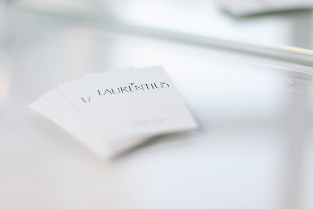 Table Surface Cards Business Cards  - CoiffeurTeamLaurentius / Pixabay