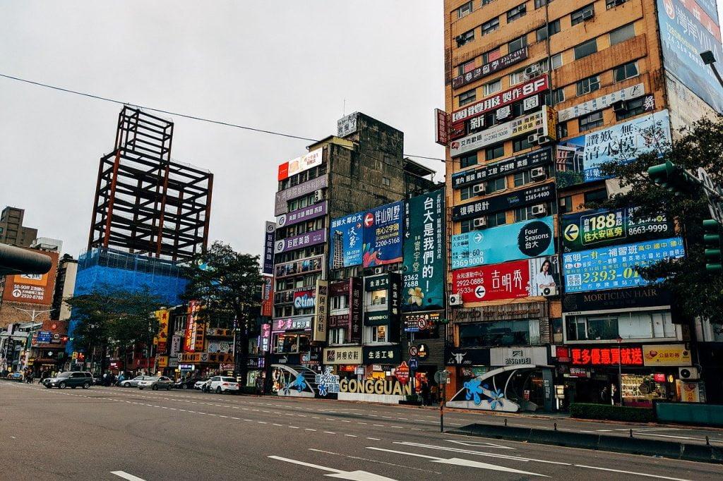 Taipei City Road Night Traffic  - viarami / Pixabay