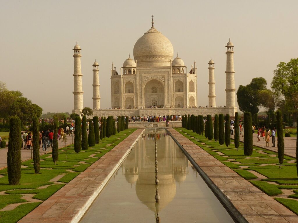 Taj Mahal Mausoleum Agra  - LoggaWiggler / Pixabay