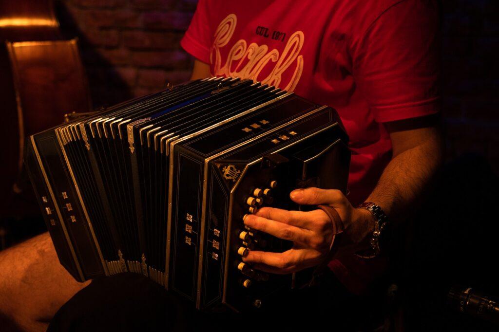 Tango The Bandone%C%Bn South America  - Kotaro-Marks / Pixabay