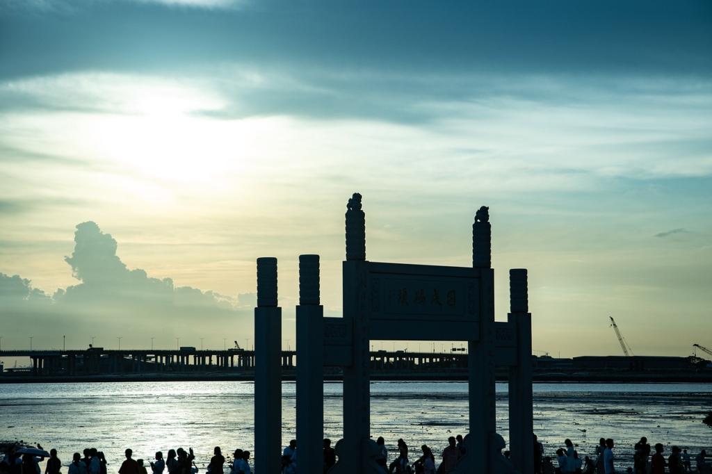 The Memorial Arch The Sea Beach  - 再吃一碗不吃 / Pixabay