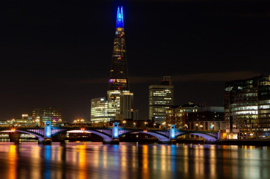 The Shard Bridge River Thames  - TheOtherKev / Pixabay
