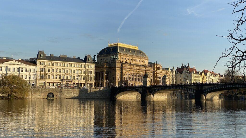 Theater River Bridge Building  - zemlalumir / Pixabay