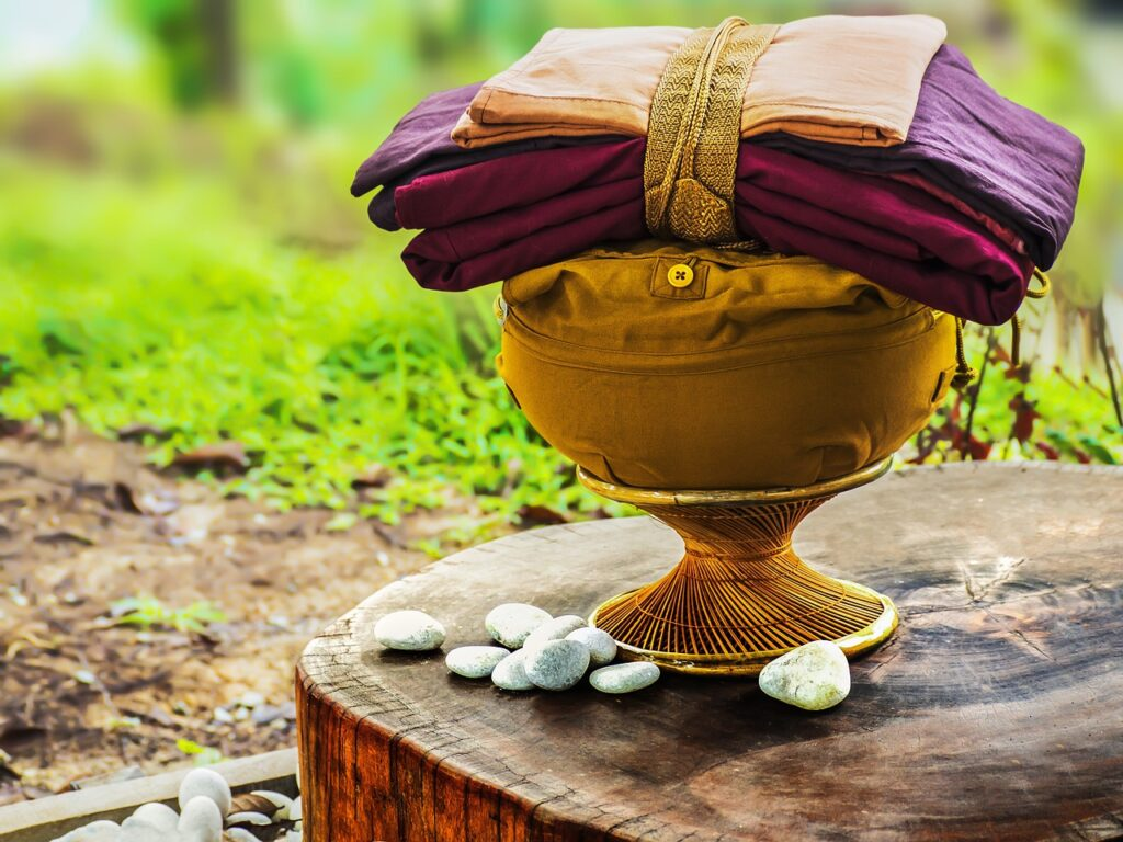 Theravada Buddhism Bowl With Robes  - truthseeker08 / Pixabay