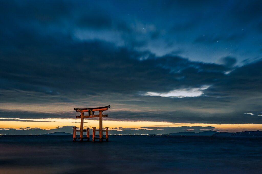 Torii Lake Twilight Dawn Sunrise  - Kanenori / Pixabay