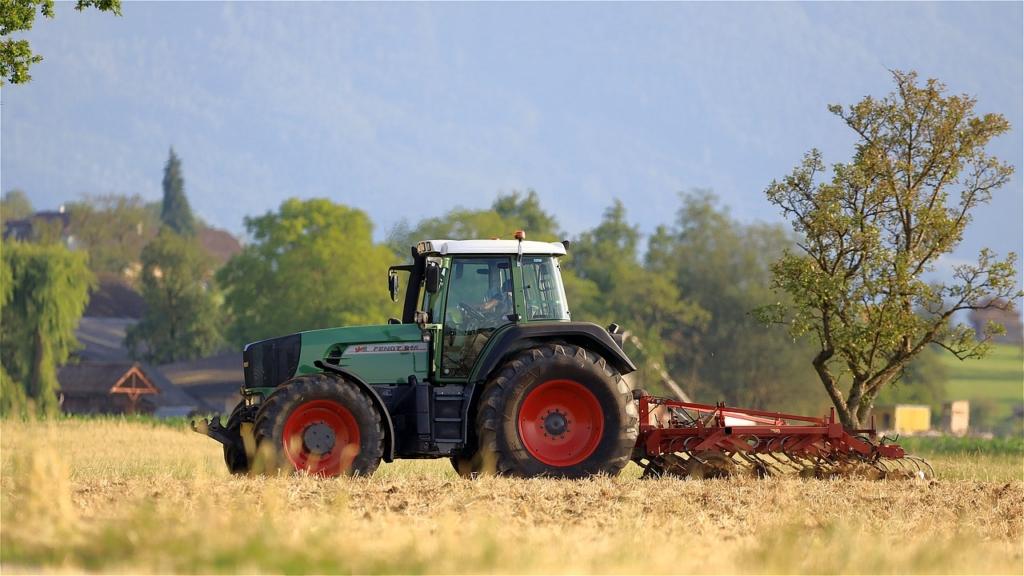 Tractor Field Work Agriculture  - WFranz / Pixabay