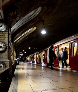Train People Subway Rush Hour  - TheOtherKev / Pixabay