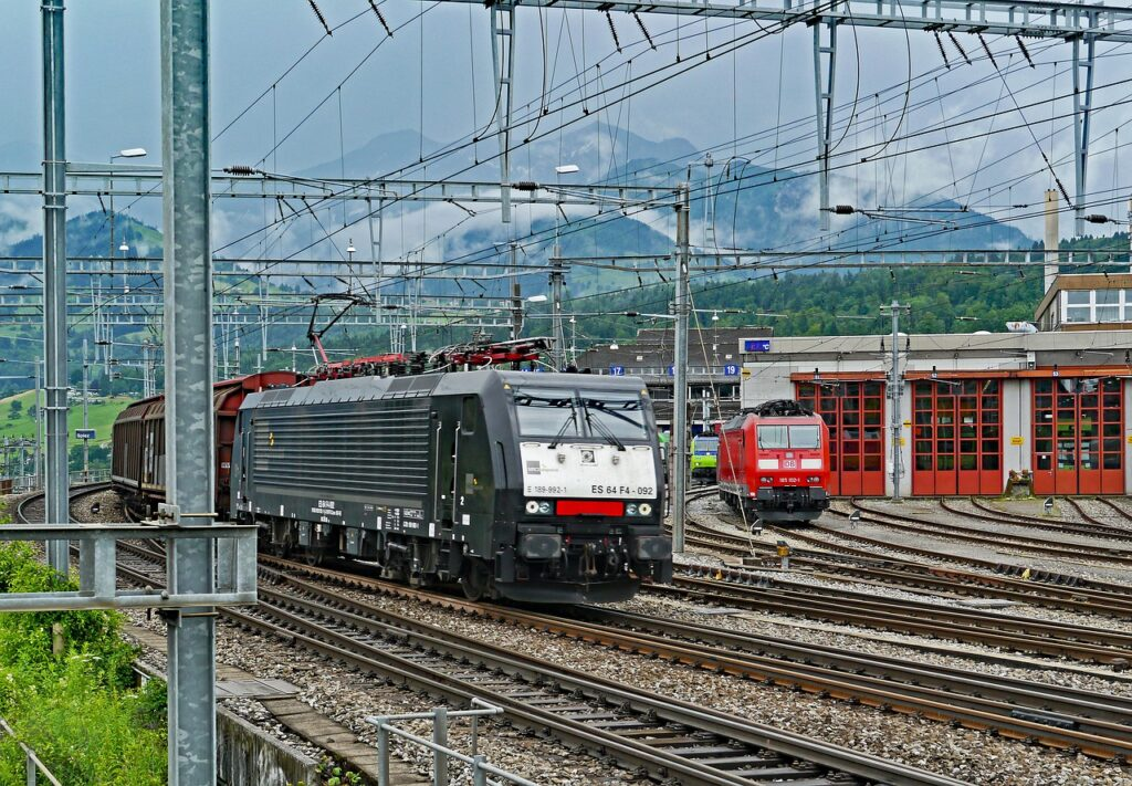 Train Railroad Mountains Travel  - hpgruesen / Pixabay