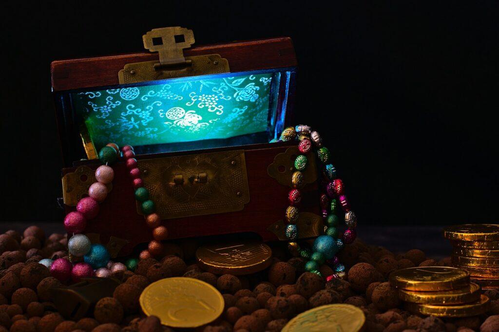 Treasure Chest Gold Coins  - lovini / Pixabay