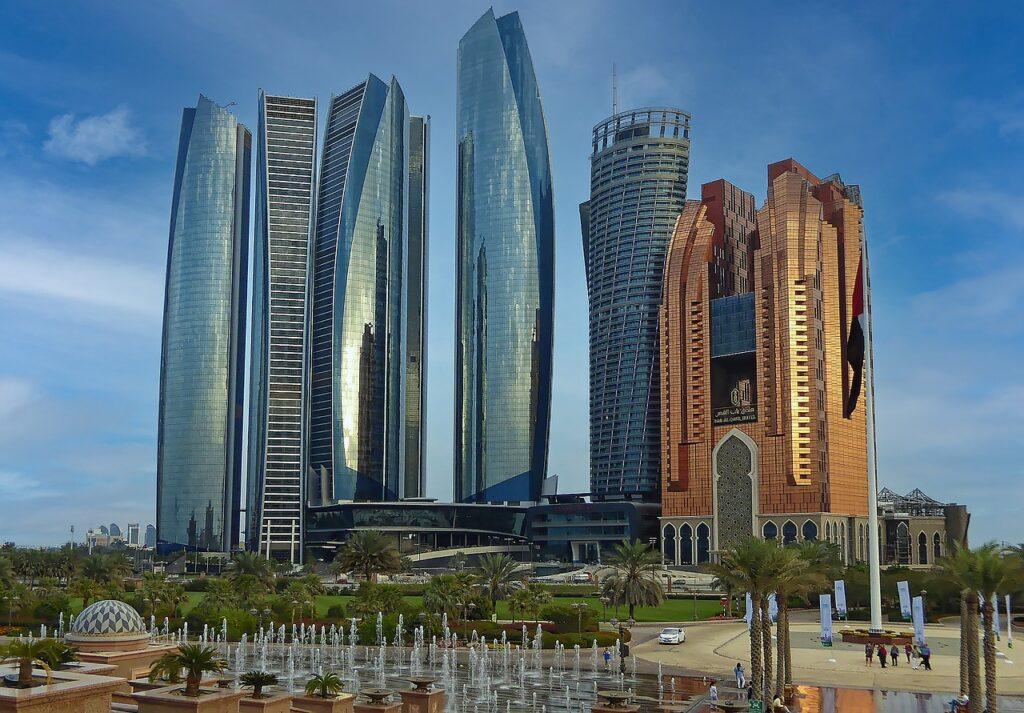 U A E Abu Dhabi Capital City  - Makalu / Pixabay