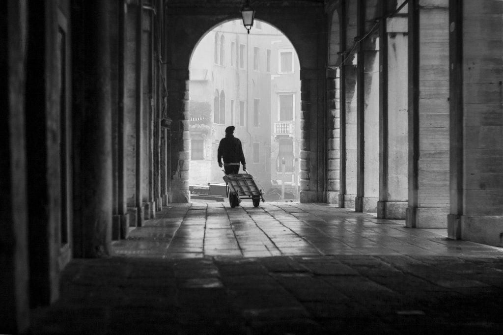 Venice Foggy Corridor Columns  - andrassziffer / Pixabay