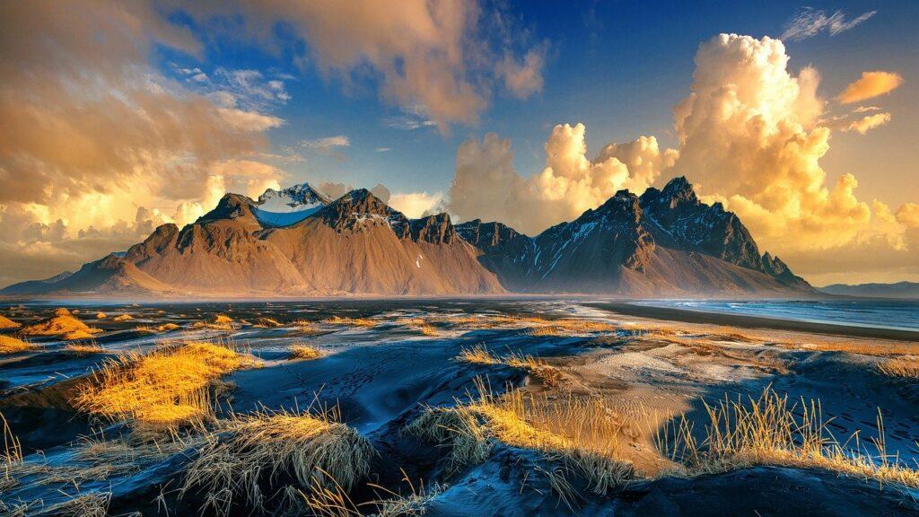 Vestrahorn Mountains Iceland  - ChorkNiarin / Pixabay