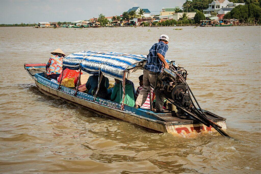 Vietnam River Water Port Work  - MoreToTheShell / Pixabay