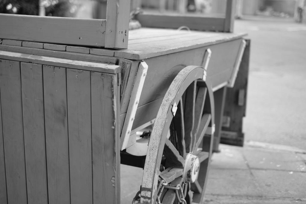 Vintage Carriage Cart Wagon Wills  - oovstudio / Pixabay