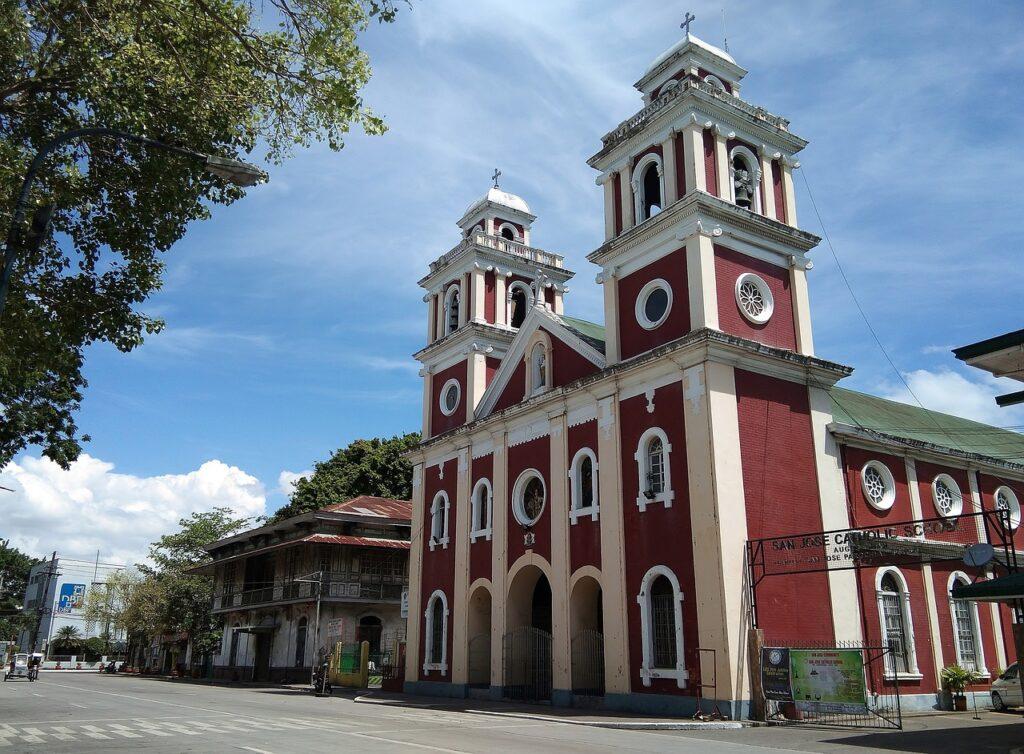 Vintage Old Church Catholic  - vinsky2002 / Pixabay