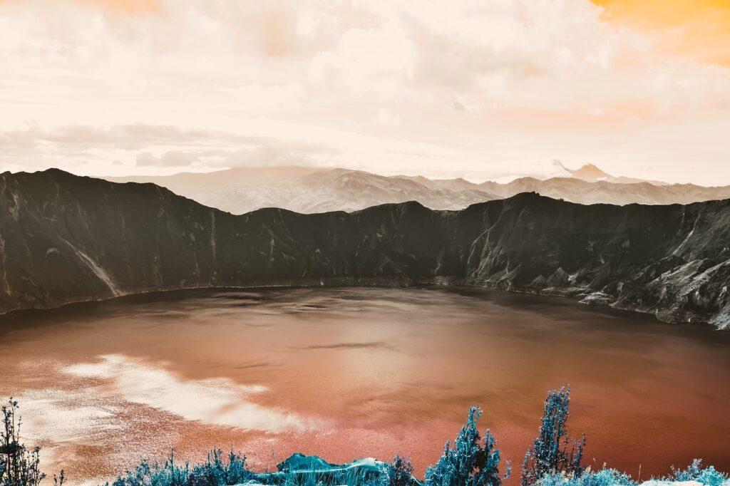 Volcanic Crater Lake Lake Volcano  - AJS1 / Pixabay