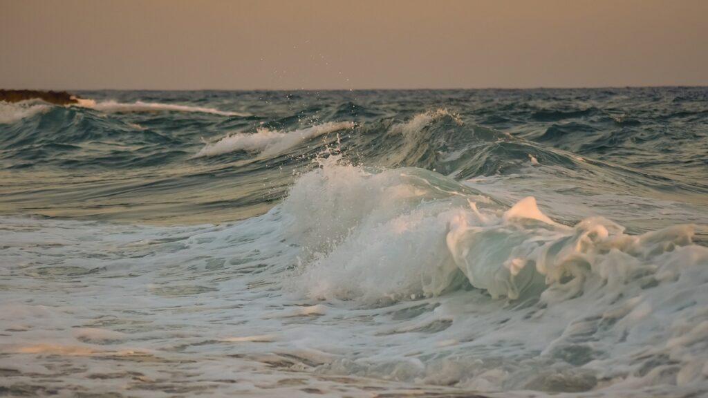 Waves Sea Ocean Foam Spray Nature  - dimitrisvetsikas1969 / Pixabay