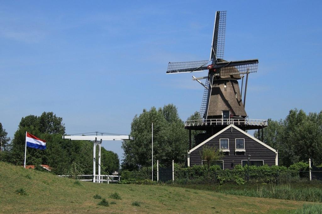 Windmill Netherlands Wind Turbine  - MarjonBesteman / Pixabay