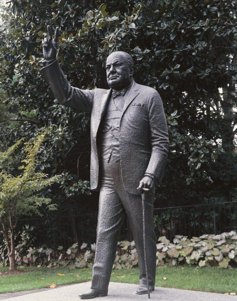 Winston Churchill Statue Embassy  - 272447 / Pixabay