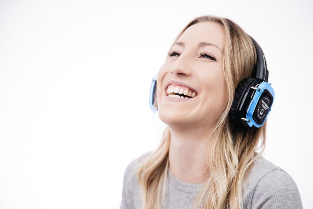 Woman Headphones Smile Laugh Model  - KopfhörerEventsDE / Pixabay