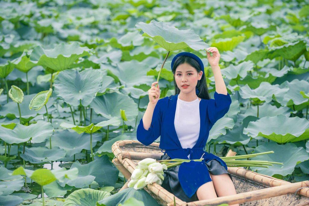 Woman Model Asian Lotus Pond  - anhbk2020 / Pixabay