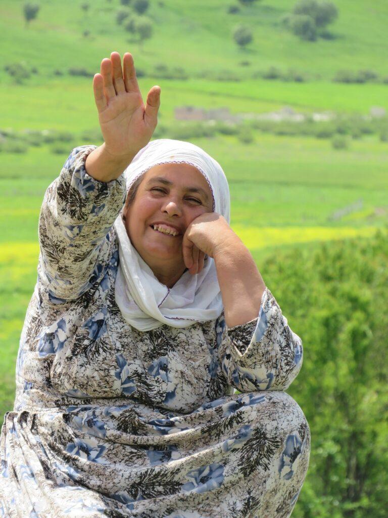 Woman Smile Waving Greeting Spring  - Muratnas / Pixabay