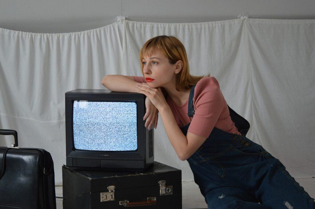 Woman Television Vintage Retro  - Victoria_Borodinova / Pixabay