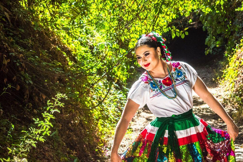 Woman Traditional Folklore Latin  - josecorrales86 / Pixabay