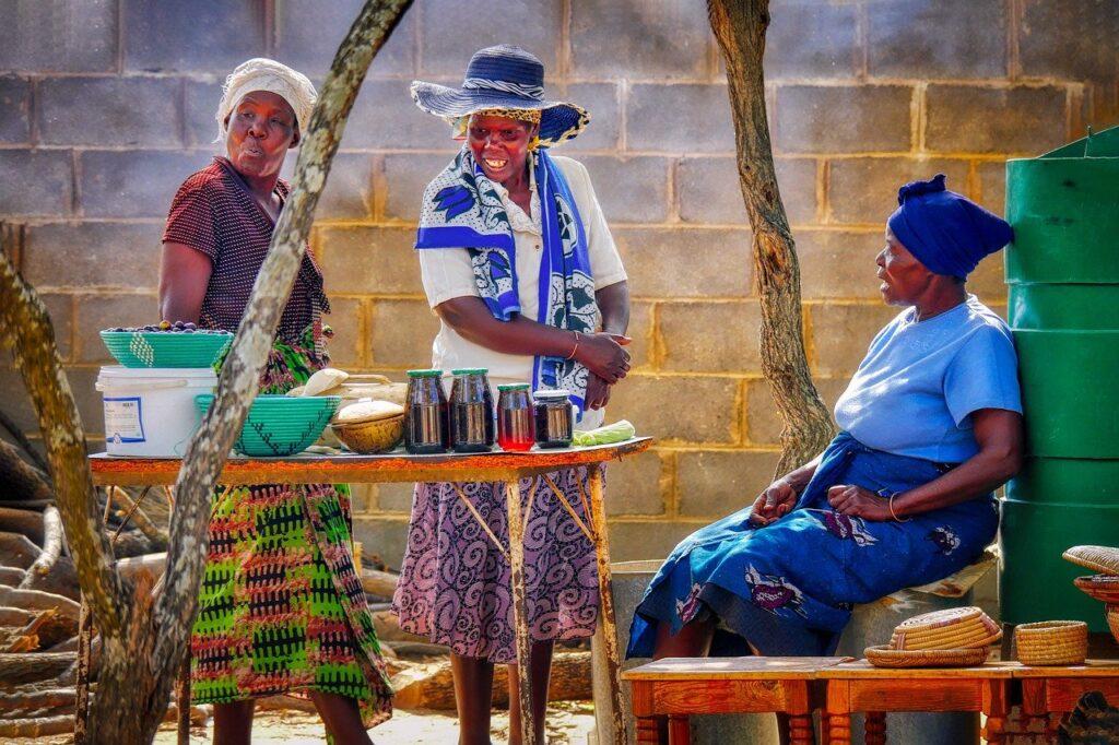 Women Market African Scene Talk  - fietzfotos / Pixabay